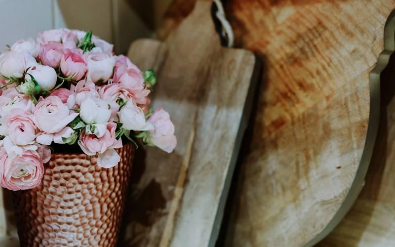 Как правильно ухаживать за розами в вазе