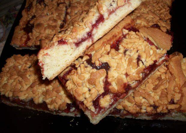 Вытекает начинка из пирожков