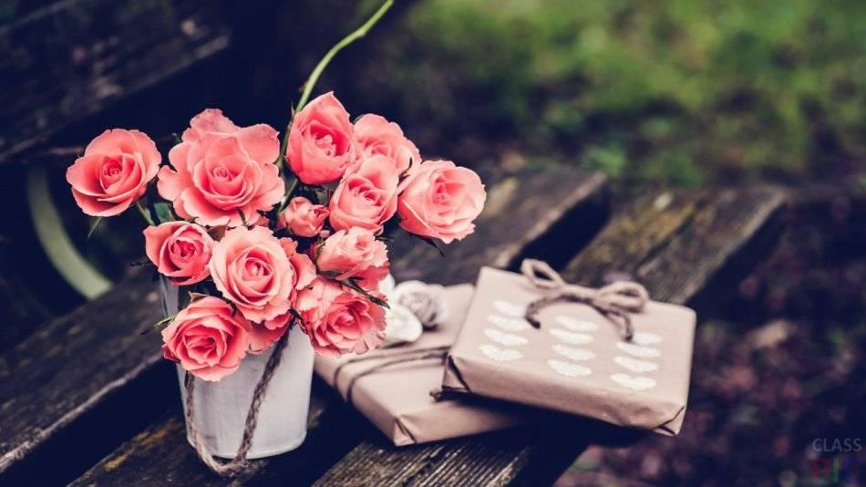 Чтобы розы стояли дольше в воду добавить