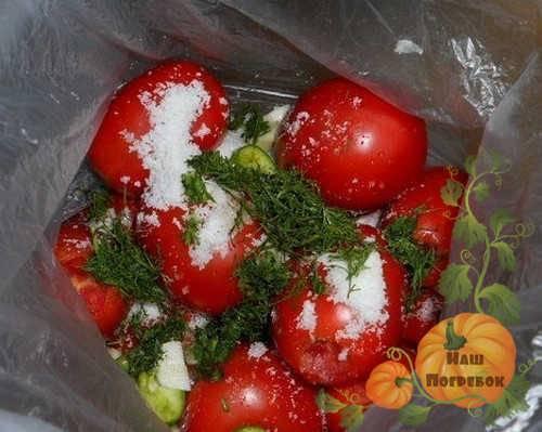 Как малосолить помидоры