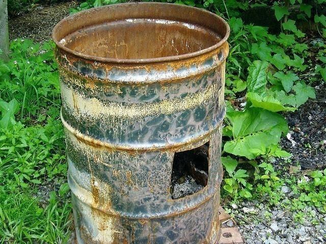 Разрешается разведение костров сжигание отходов вблизи зданий
