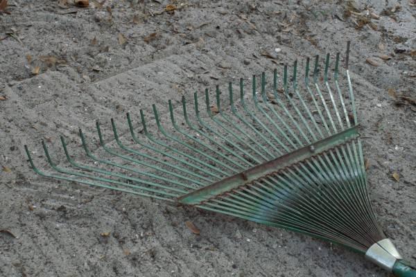 Грабли для уборки листьев