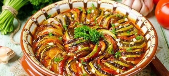 Овощи тушеные в духовке на противне