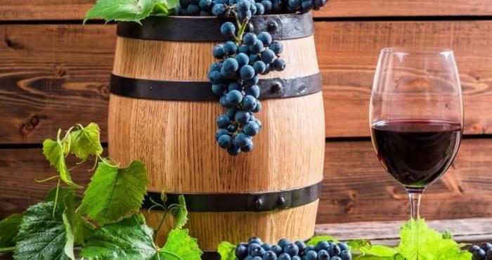 Как сделать вино из черного винограда