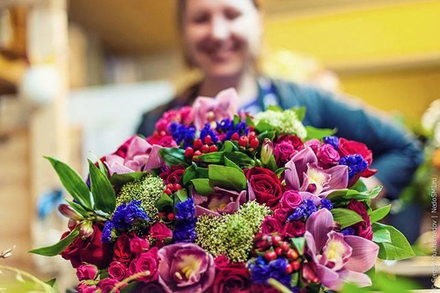 Букеты из свежих цветов