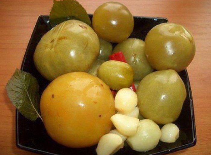 Малосольные зеленые помидоры быстрого приготовления