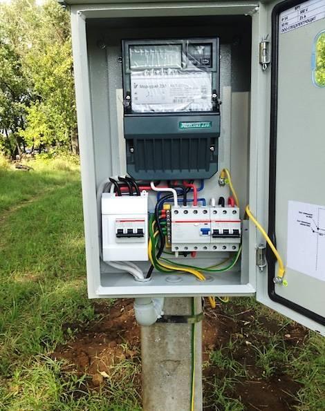 Установка электросчётчика в частном доме на улице