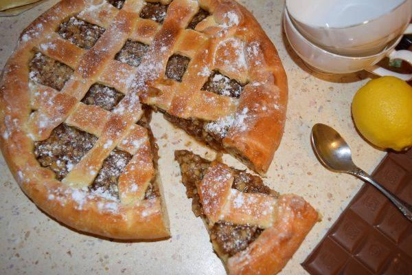 Пирог со сладкой начинкой из дрожжевого теста