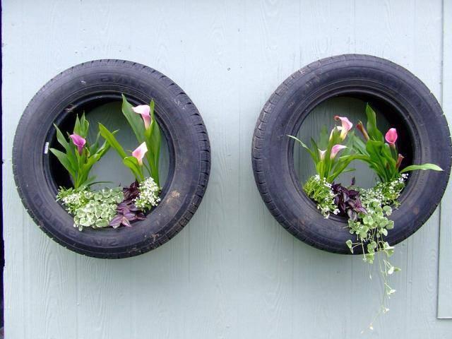 Красивая дача с цветами садами