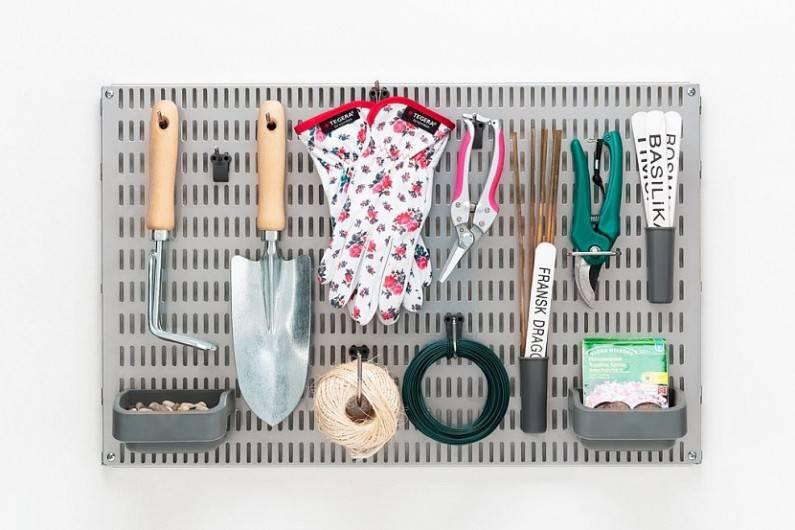 Хранение лопат и граблей на даче