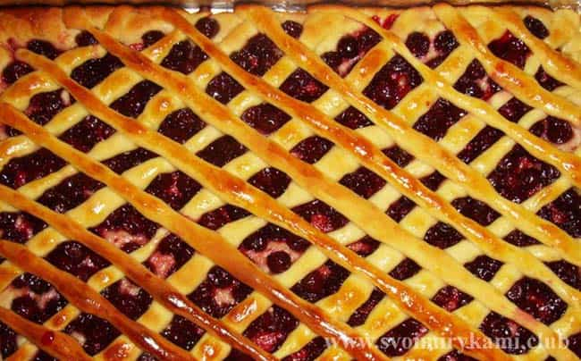 Пирог с замороженной вишней рецепт с фото