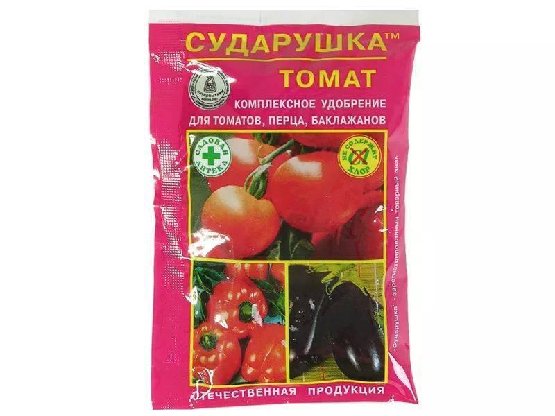 Какими удобрениями подкармливать помидоры