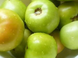 Как замариновать зеленые помидоры в кастрюле