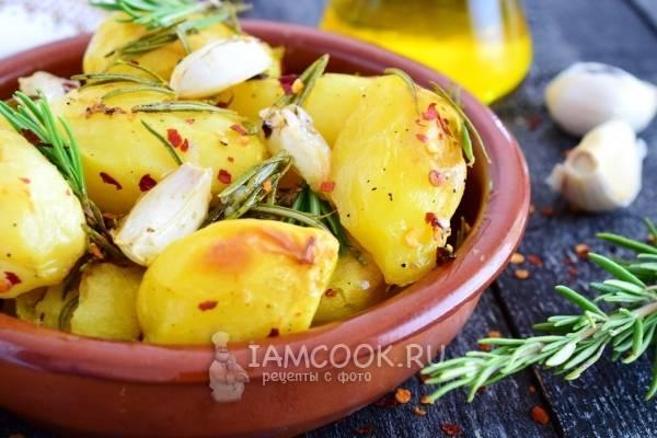 Картошка с розмарином и чесноком