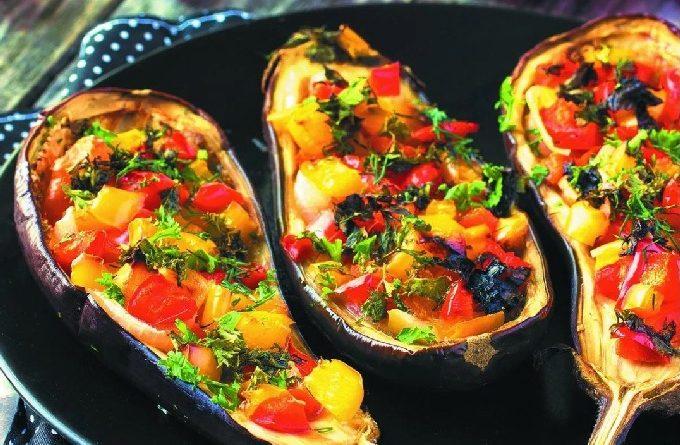 Как приготовить баклажаны с помидорами в духовке