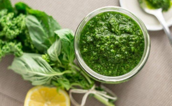 Соус из зелени в блендере